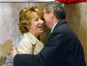 """El esperado """"beso"""" entre Esperanza Aguirre y Alberto R. Gallardón"""