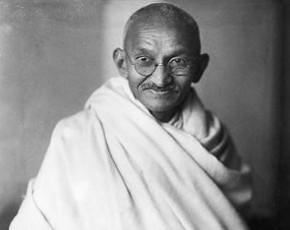 60º aniversario de la muerte de Gandhi; las palabras conmueven, el ejemplo arrastra