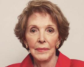 Nancy Reagan, ingresada tras sufrir una caída en su domicilio