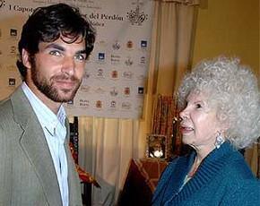 La Duquesa de Alba acude a ver a Cayetano Rivera en su primer festejo del año