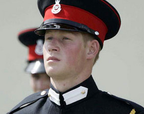 Harry de Inglaterra condecorado a su regreso de Afganistán